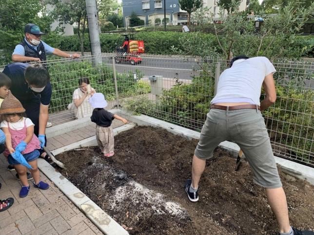 家庭菜園コーナーの植替え